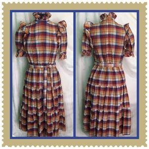 Vintage / Size Medium / Plaid Ruffled Dress